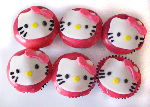 images of hello kitty cakes. Hello Kitty Cupcakes