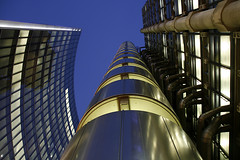 Lloyds Building London (david.bank (www.david-bank.com)) Tags: city uk england building london dusk richard highrise bluehour rogers insurance lloyds sirnormanfoster