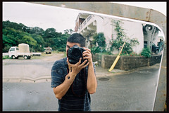 There's a hole in my arm... (*NanKuruNaiSa*) Tags: film japan 35mm dof bokeh d 28mm depthoffield  okinawa  filmscans eos1v selectivefocus fujisuperia islandlife 1v fujisuperia100 canoneos1vhs colornegativefilm 1vhs ef28mmf18usm