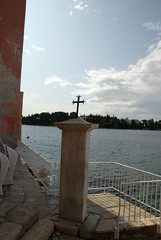 Memorial pillar of St. Euphemia (akk_rus) Tags: city sea town nikon europe cross croatia rovigno rovinj adriatic istria jadran istra   d80  nikond80