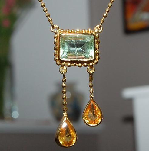 Lemon & Lime - Handmade 18 Karat Gold Necklace Flourite Sapphire