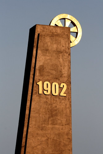 Zhalai Nuer Coal Mine Monument (by niklausberger)