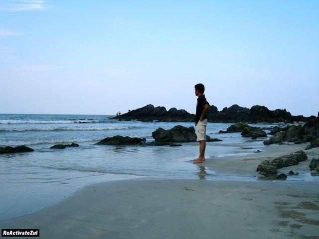 termenung-jauh-asyik-dgn-keindahan-laut