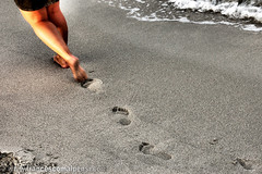 Walking (FrancescoMalpensi) Tags: sea beach mare legs walk marks footsteps spiaggia footprint orme gambe impronta impronte orma
