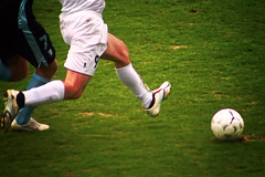 Hunt (Anders Ljungberg) Tags: grass sport ball football legs action soccer running kosova kosovo match players malm fotboll mff balompi kosov lefootball republicofkosova  giocodelcalcio  malmff