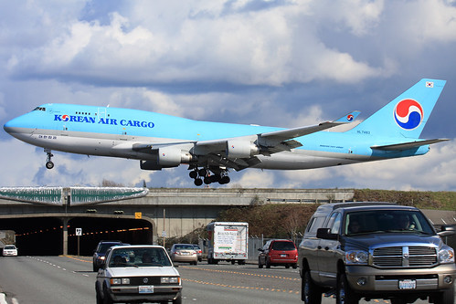 Airplane over road cars Korea B747