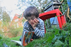 Reading in the garden (pcgn7) Tags: family garden reading oxford april oxforduniversity 2009 nyes rawhdr pcgn7