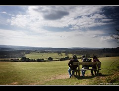 Photographers at rest (Pipall) Tags: uk trees england people nature grass clouds corner canon wow bench lens university view angle wide photographers surrey tokina polarizer 1224mm circular newlands cir cubism shere bej mywinners rebelxti eos400d impressedbeauty flickrdiamond