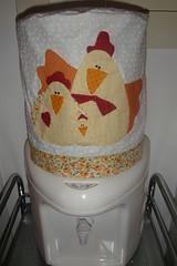 Capa de Galo - Chicken Family (Arte Shi Chic) Tags: galinha quilt handmade capa patchwork appliqu aplicao aplicaes patchcolagem aplicaoemtecido capaparagalodegua