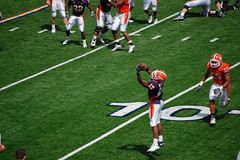 reciever with hte catch (Johnny Heger) Tags: college campus illinois spring universityofillinois urbana champaign uofi chipsi