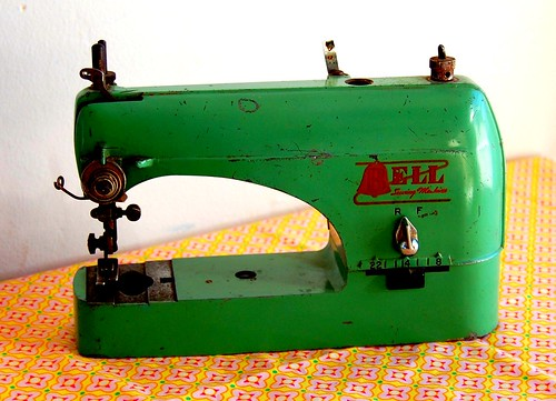 vintage mini sewing machine