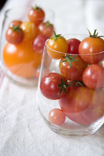 Cherry tomatoes in glasses (II)