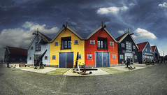 The Colorful Harbor of Zoutkamp (Guido Musch) Tags: panorama orange netherlands colors yellow harbor nederland explore anchor groningen stitched hdr palingrokerij anker darkblue lightblue zoutkamp flickrmeeting fisheyeeffect frtg guidomusch flickrroadtourgroningen 30photosintotal norealfisheye roadtourzoutkamp2009 palingrokerijgaelepostma