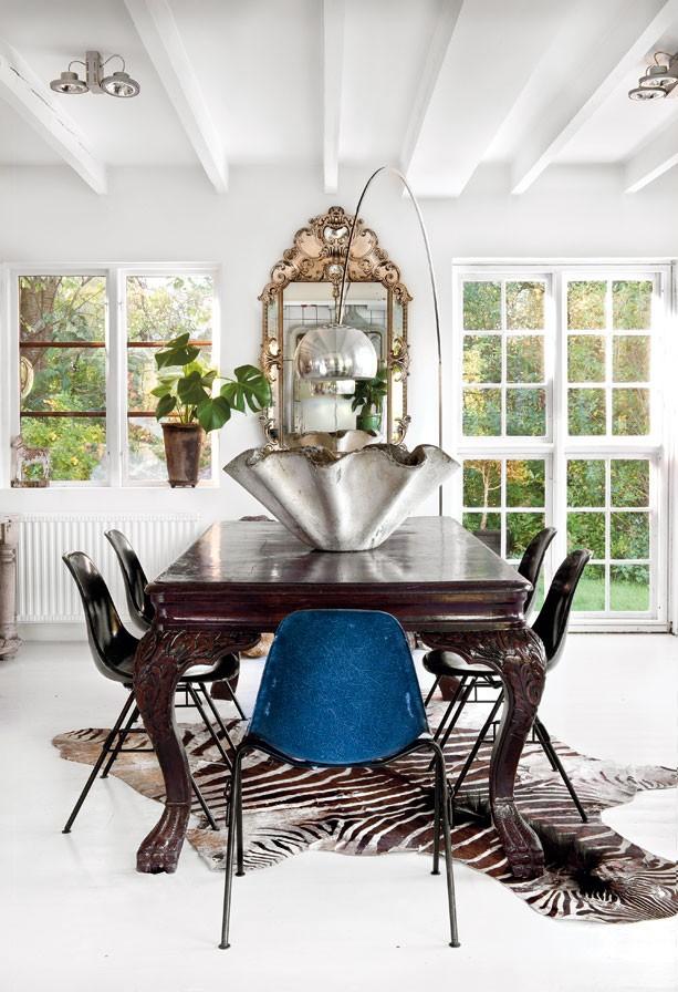 eclectic dining room with zebra rug, hemma_hos_Marie_Olsson_Nylander_2
