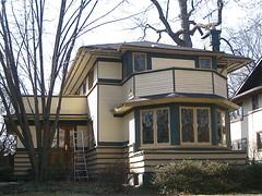 Vernon S. Watson House (1904) (chicagogeek) Tags: house architecture bay illinois architect prairieschool residence polygon 1904 octagon stucco oakpark prairiestyle boardandbatten fairoaksavenue tallmadgewatson architectshousethemselves vernonwatson