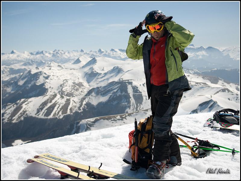 Ian en la cima del Orhi