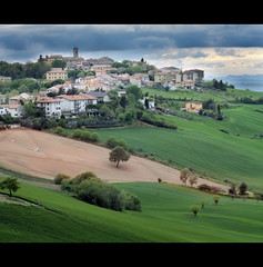 SantaMariaNuova-Marche (Gianluca, very busy!) Tags: park new trip travel blue light shadow vacation sky italy white color colour tree art home nature beautiful rural canon wonderful garden landscape photography landscapes photo perfect colorful europa italia nuvole nuvola shadows village minolta image hill ombra natura paisaje ombre hills campagna popular incredible landschaft colori 58mm breathtaking marche jesi ciccio colline ancona f12 paese paesino rokkor santamarianuova 40d