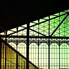 < (hiskinho) Tags: luz window silhouette yellow colores ventanas amarillo silueta principepio composicin geometra tringulos colorefex