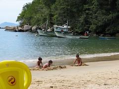 kids play Praia de Japariz