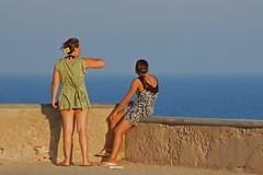 Escenas playeras 12 (Cazador de imgenes) Tags: girls sea espaa woman beach girl female mar donna spain women candid playa murcia candids marmenor cabodepalos spanien spagna spanje ragazza spania spange