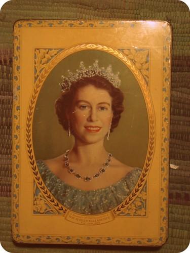 queen of england tin