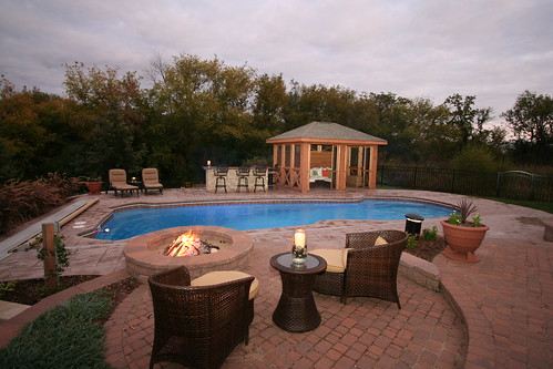 a beautiful swimming pool retreat in illinois signature fiberglass pools chicago swimming pool. Black Bedroom Furniture Sets. Home Design Ideas