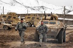 [フリー画像] [戦争写真] [兵士/ソルジャー] [軍用車] [装甲車] [アフガニスタン風景]      [フリー素材]