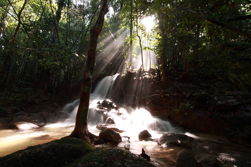 Kemensah Waterfall | Waterfall with ray of light