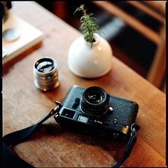 again, not mine~ha (bubustudio) Tags: life leica 120 6x6 film cafe kodak taiwan hasselblad m42 taipei portra 80mm 400vc 501c 80c