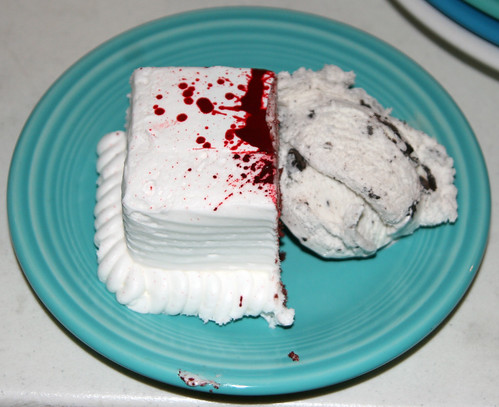 Bloody-Cake-Slice---Robert-Longo-Men-In-the-Cities-Birthday-Cake,-ala-American-Psycho---Polly-Ann-Bakery,-San-Pedro-CA