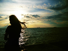 Lady by the Bay (IT # 48) (Gilbert Rondilla) Tags: camera sunset sky woman silhouette lady point polaroid photo shoot philippines gilbert filipino sunrays digicam manilabay notmycamera own pinoy borrowedcamera imago pns flowinghair manilabaysunset rondilla i733 notmyowncamera polaroidi733 imagoismthursday imagoism gilbertrondilla gilbertrondillaphotography luisianian gettyimagescollection pkebphotowalk