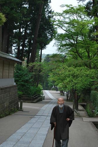 Monje en el Engaku-ji