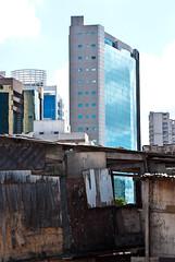 Favela Jd. Edite (Daniela Schneider) Tags: poverty contrast sopaulo contraste janela favela slum shantytown berrini socialcontrast barraco kassab ponteestaiada remoo danielaschneider favelajardimedite jardimedite
