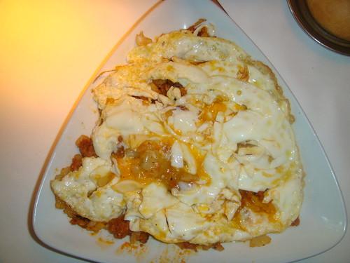 Huevos rotos con Patatas y Picadillo Ibérico