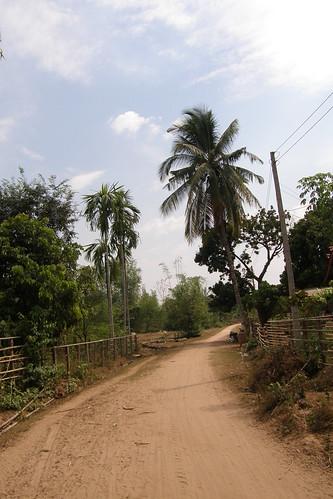 090.Don Daeng島上的泥土路