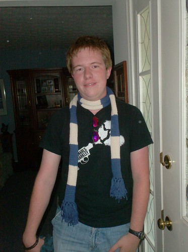 Mark Anthony Rapp scarf Jonathan Larson RENT knittng