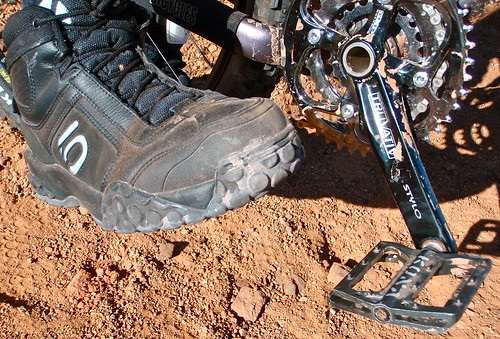how to ride fast with flat pedals