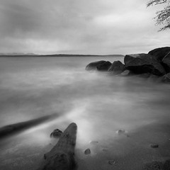 Golden Gardens Park Rocks - Seattle (anadelmann) Tags: seattle longexposure sky blackandwhite bw usa seascape water monochrome night clouds sunrise landscape washington lowlight rocks waves minolta f100 wash 7d wa sw konica dynax maxxum nachtaufnahme langzeitbelichtung konicaminolta goldengardenspark blueribbonwinner v1000 schwarzweis supershot konicaminoltadynax7d konicaminoltamaxxum7d theunforgettablepictures betterthangood saariysqualitypictures anadelmann