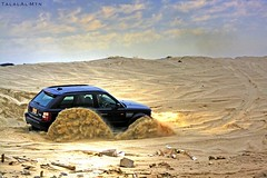 Playing in the sand (Talal Al-Mtn) Tags: sport rover kuwait range rangerover supercharged q8     kwtmotor