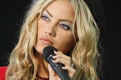 Lazinho transforma Ellen Roche em Fergie TV Fama (patysimao.imprensa) Tags: ellen tv o para em fergie fama roche transforma lazinho