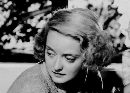 Screen shot of Actress Bette Davis in in the film Dangerous (1935)