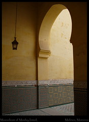 Mausoleum of Moulay Ismail, Meknes, Morocco (Simon Purdy) Tags: architecture arch northafrica postcard islam columns middleeast doorway morocco mausoleum maroc calligraphy inscriptions islamic islamicarchitecture meknes moulayismail