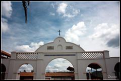 Arco del Patio interior del Convento (Doenjo) Tags: espaa geotagged sevilla andaluca pueblos constantina sierranorte canoneos450d lacarlina conventodentrasradelosngeles doenjo lmdd