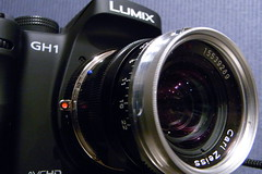 Carl Zeiss Biogon T* 35mm f2 + Lumix GH1 (by digitalbear)