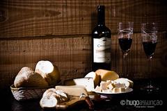 still life _ wine and cheese (hugo assuno.) Tags: stilllife brasil cheese still nikon wine queijo vinho goiania goias 55200 naturezamorta d80 clubedaobjetiva