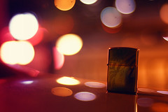 Zippo (Kidd *) Tags: love night 50mm singapore you bokeh amii nikond40 drunkwithbokeh nearcathayplaza bokehliiouc