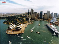 QE2 Sydney 1994 (Louis De Sousa) Tags: new york bridge 1969 dubai ship sydney worldwide bow panama 1994 southampton 2008 stern legend drydock ports falklands cunard qe2 transatlantic funnel liner tenders suez refits