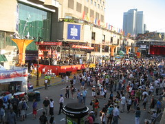 Crowds gather at the Montreal Jazz Festival