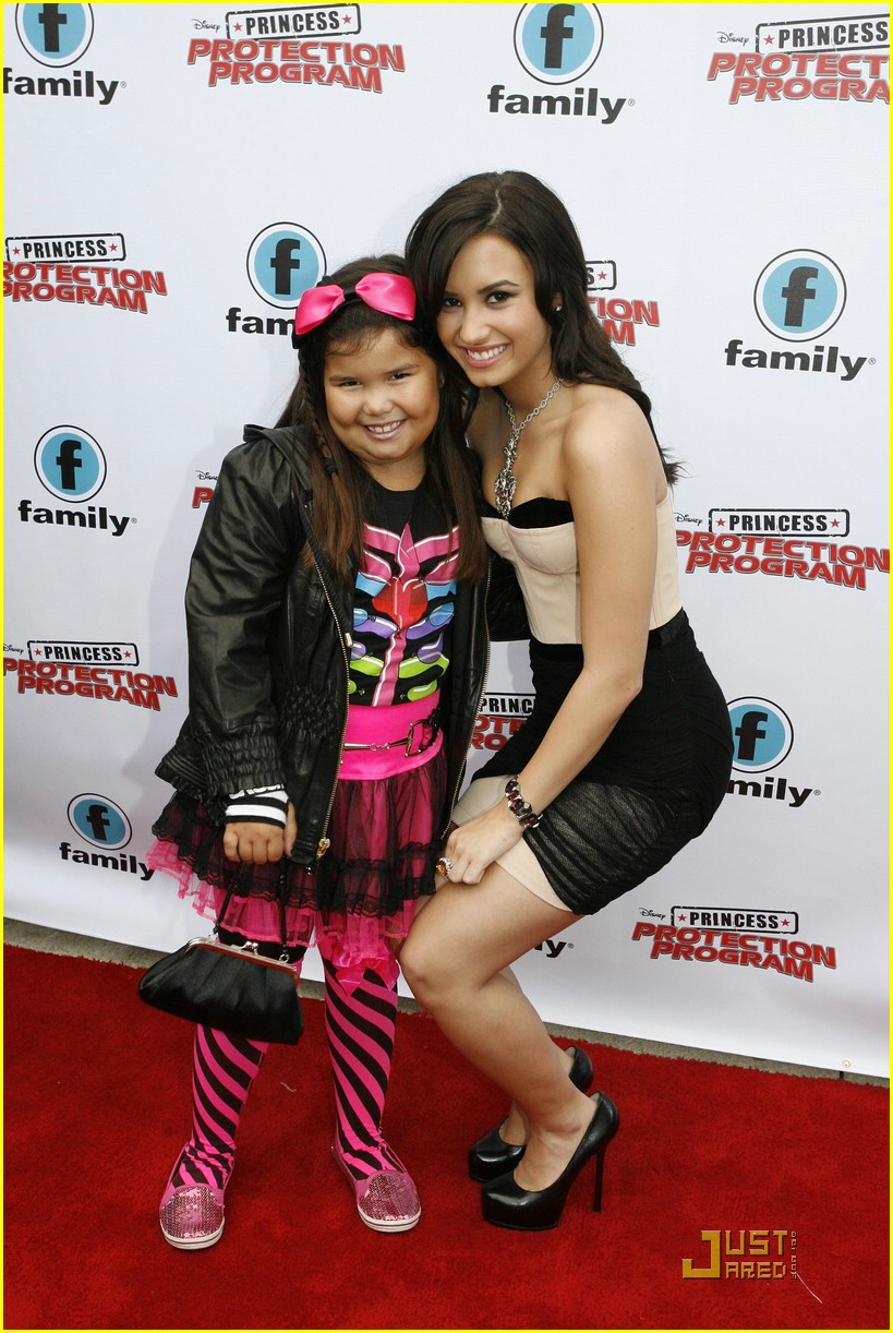 demi-lovato-madison-dela-garza-princess-07