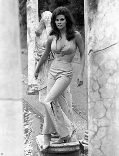 raquel-welch-pants-frompinupgirl